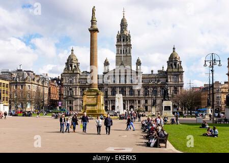 George Square, Glasgow, Écosse, Royaume-Uni montrant la ville chambres conçu par l'architecte William Young et ouvert Banque D'Images