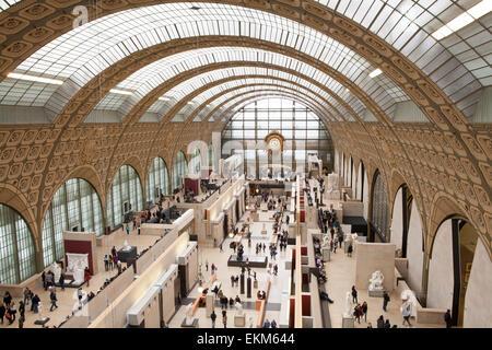 L'intérieur du Musée d'Orsay un musée sur la rive gauche de la Seine, à Paris, France Banque D'Images