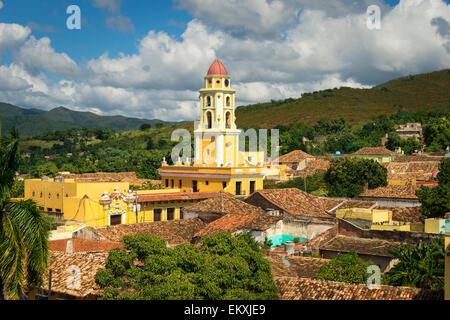 Cuba Trinidad Iglesia y Convento de San Francisco maintenant Museo de la Lucha Contra Bandidos vue depuis la Plaza Banque D'Images