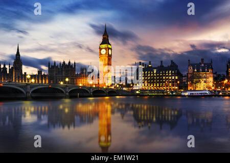 Big Ben et des chambres du parlement, au crépuscule, London, UK Banque D'Images