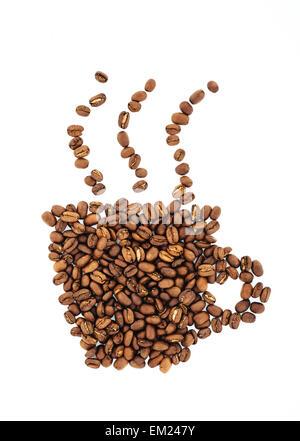 Tasse à café et machine à vapeur dont les grains, céréales. Isolé sur fond blanc. Retro Banque D'Images
