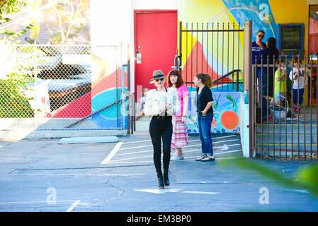 27.septembre.2013. LOS ANGELES GWEN STEFANI ET SON FILS ZUMA ROSSDALE DEHORS ET ENVIRON DANS LA RÉGION DE LOS ANGELES, Banque D'Images