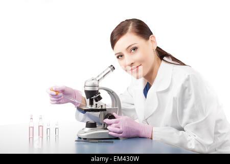 Femme médecin ou photographie dans un laboratoire.