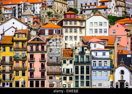 Porto, Portugal les bâtiments anciens. Banque D'Images