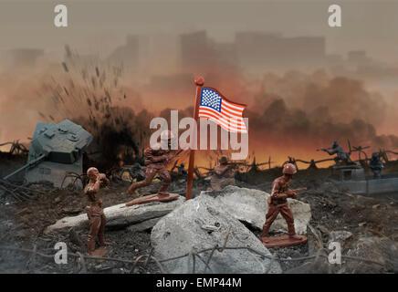 Toy zone de guerre. Jouet en plastique de la scène de guerre avec des soldats, des armes, des explosions, du drapeau Banque D'Images