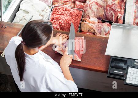 Femelles de boucherie viande rouge coupe Banque D'Images