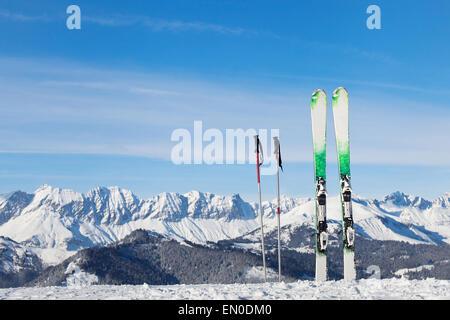 Ski dans les Alpes, prêt pour les vacances d'hiver Banque D'Images