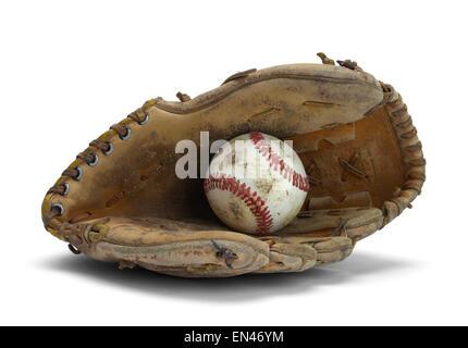 Vieux gant de baseball usé et isolé sur un fond blanc. Banque D'Images