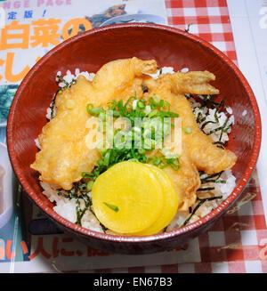 Fugu fugu (tendon sur le riz tempura). Fugu (poisson-globe) est connue pour son potentiel toxique. Japon; la nourriture Banque D'Images