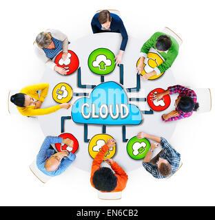 Vue aérienne de personnes et des concepts de Cloud Computing Banque D'Images