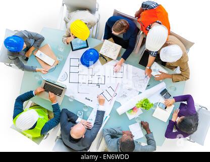 Les architectes et designers travaillant au bureau Banque D'Images