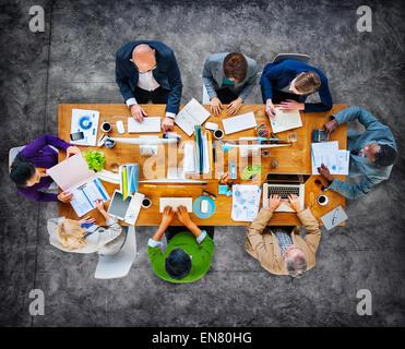 Multi-Ethnic groupe de personnes travaillant ensemble Banque D'Images