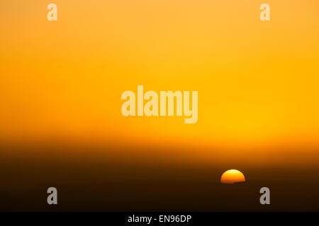 Le lever du soleil. Dunes Lihoudi. Désert du Sahara. Le Maroc. L'Afrique.