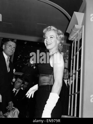 American film actrice Marilyn Monroe à l'Hôtel Savoy à l'occasion de sa visite à Londres pour promouvoir son dernier Banque D'Images