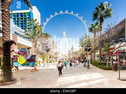 Las Vegas, la Promenade Linq la grande roue à l'arrière-plan Banque D'Images