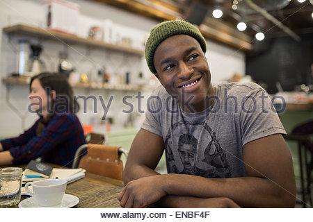 Smiling man in cafe Banque D'Images
