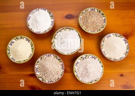 Différents types de farine et de céréales comme le pain de la farine, des céréales à grains 10 le kamut, farine Banque D'Images