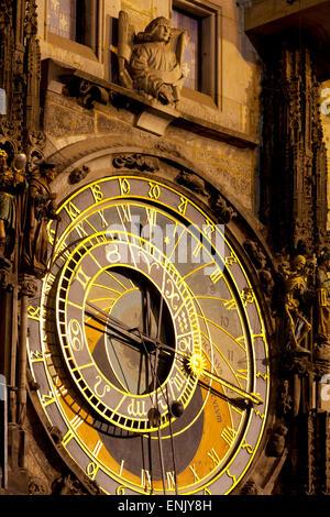 Horloge astronomique sur l'Hôtel de Ville, place de la Vieille Ville, site du patrimoine mondial de l'UNESCO, Prague, Banque D'Images