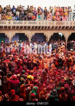 Lathmar Holi célébration à Rae Nand, Temple, Nandagaon Braj, Uttar Pradesh, Inde, Asie Banque D'Images