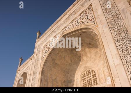 L'aube au Taj Mahal, UNESCO World Heritage Site, Agra, Uttar Pradesh, Inde, Asie Banque D'Images