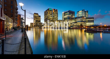 Canary Wharf, au crépuscule, Docklands, Londres, Angleterre, Royaume-Uni, Europe Banque D'Images
