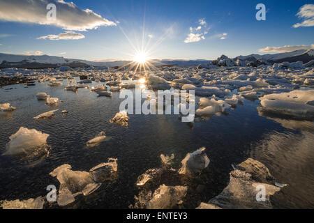 L'Islande Jokulsarlon, lagon, Parc national du Vatnajökull au coucher du soleil Banque D'Images