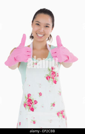 Happy woman in rubber gloves giving Thumbs up Banque D'Images