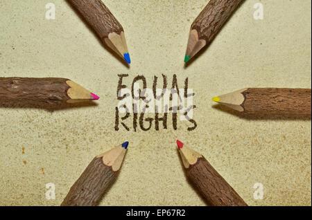 Image conceptuelle avec des crayons sur vintage background sur les droits de l'homme Banque D'Images