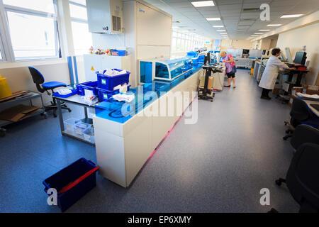 Sciences de l'analyse automatisée du sang à l'hôpital de la machine Banque D'Images