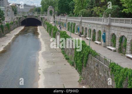 Canal de la rivière Vienne, vue de la Wien qui traversent le milieu du Stadtpark, l'une des populaires parcs du Banque D'Images