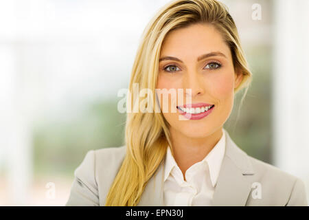 Smiling business woman in modern office Banque D'Images