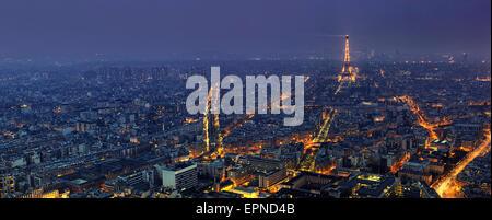 Vue panoramique aérienne de Paris la nuit à partir de la Tour Montparnasse
