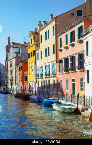 Fondamenta Garzotti sur Rio Marin dans la zone de Cannaregio, Venise, Italie Banque D'Images