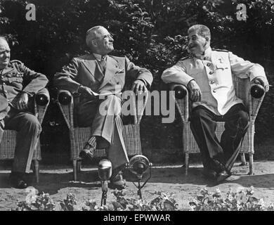 Conférence de Yalta en février 1945. De gauche à droite: Winston Churchill, Franklin D. Roosevelt, Staline Banque D'Images