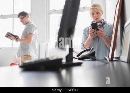Man and Woman working in office Banque D'Images