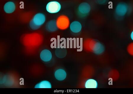 Guirlandes lumineuses de Noël donnant un effet flou flou artistique Banque D'Images