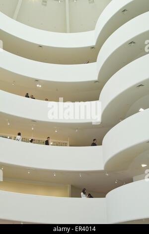 Intérieur du Musée Guggenheim, New York City Banque D'Images