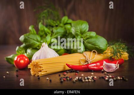 Ingrédients pour un plat de pâtes Banque D'Images