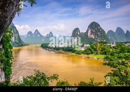 Guilin, Chine sur la rivière Li. Banque D'Images
