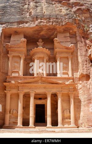 PETRA, JORDANIE - Mai 19, 2015: Le trésor de l'ancienne cité nabatéenne de Petra, Khazna en arabe. Petra est une Banque D'Images