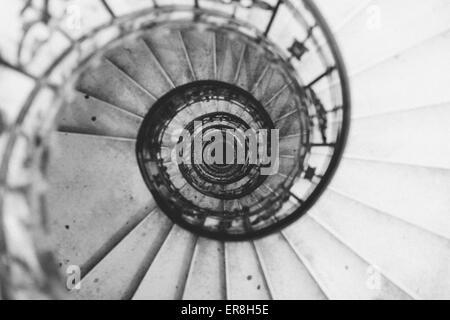 Tourné directement au-dessus de l'escalier en spirale dans la basilique Saint-Étienne Banque D'Images