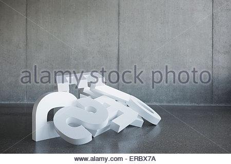 Tombé dans un tas de lettres Banque D'Images