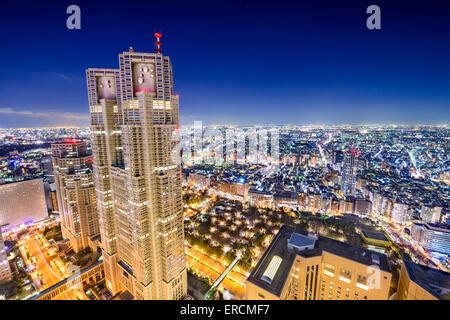 Shinjuku, Tokyo, Japon au paysage urbain. Banque D'Images