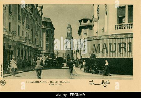 Rue de l'Horloge, Casablanca, Maroc. Rue 'horloge', photo de Flandrin. Les hommes sont vêtus de la photo Selham Banque D'Images