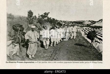 5000 coolies japonais pendant la guerre russo-japonaise (1904- 1905) à un point de repos près de Ping-Yang. Esclaves/ Banque D'Images