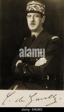 Général Charles de Gaulle, portrait en uniforme militaire avec les bras croisés. Ministre français de la guerre durant la Seconde Guerre mondiale,
