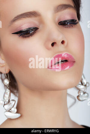 Studio Portrait of young woman with Earrings Banque D'Images