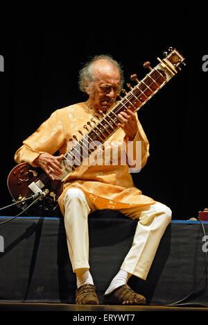 Pandit Ravi Shankar , musique classique indienne maestro - pas de version de modèle - seulement pour usage éditorial Banque D'Images