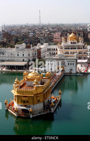Vue aérienne de Harmandir Sahib ou Darbar Sahib ou du temple d'or à Amritsar Punjab, en Inde, en Asie Banque D'Images