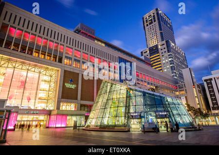 La gare Sapporo protections extérieures au crépuscule. Le Japon la construction de chemins de fer est le plus haut Banque D'Images